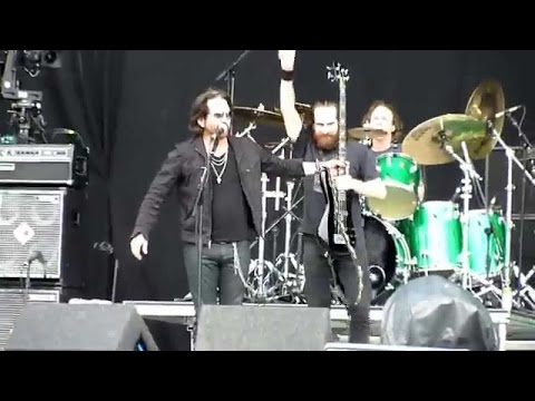 winger-madalaine-live-at-download-festival-w-liam-wilson-official-winger-tv