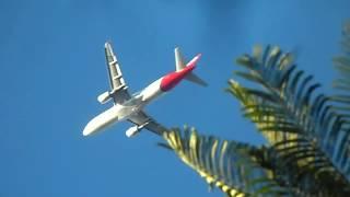 Avião   boeing   passando  muito  baixo.