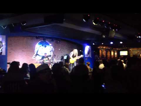 joanne-shaw-taylor-diamonds-in-the-dirt-live-in-chicago-nosferaturage
