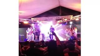 Ronald el Killa-  cantando si tu no te enamoras de Kevin roldan (En vivo)