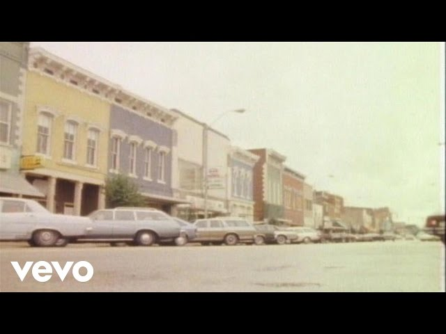 """Vídeo oficial de """"Small Town"""" de John Mellencamp"""