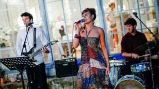 Bröllop (live) - Sångerska: Josefin Kvissberg