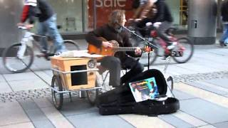 "Street Singer ""Campfire"" singing Pink Floyd's - Wish You were here at Prager Strasse in Dresden"