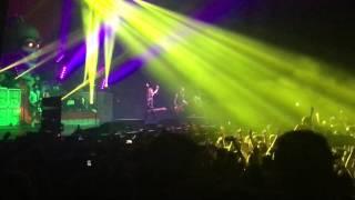 Sum 41 - In Too Deep Live @Zenith Paris