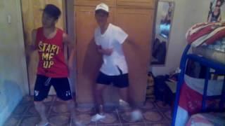 Hula Hoop Official Lyric Video - Daddy Yankee  bailando coreografia improvisada