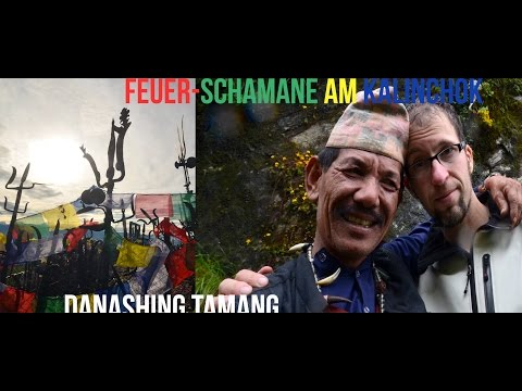 Feuerritual durch Danashing Tamang auf schamanischer Pilgerschaft in Nepal
