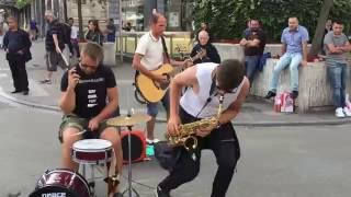 Bon Jovi, it's my life (cover) - busking in the streets of Brussels, Belgium