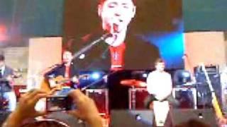 Umbrella - Boyce Avenue live at SM North (feb 14, '09)