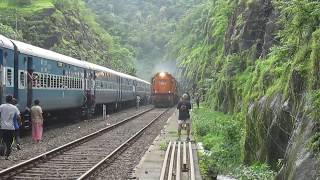 22413 Madgaon-H.Nizamuddin RAJDHANI Express at UKSHI, Maharashtra!