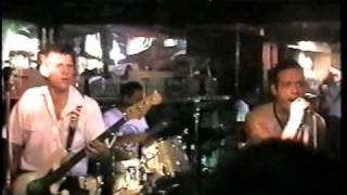 "U.S. Bombs ""No Love"" Live 1996"