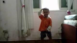 Criança dançando funk