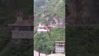 Watch live horrible landslide in Shimla that Push cars parked on highway