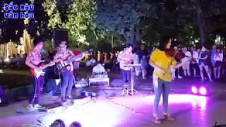 Despacito cover violin Cô gái xinh đẹp Phố Đi Bộ | Hanoi walking street