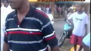 Dos motochonchistas se entran a machetazos por un pasajero.mpg