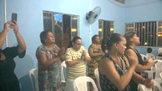 cantora  valeria  santos continue dando gloria