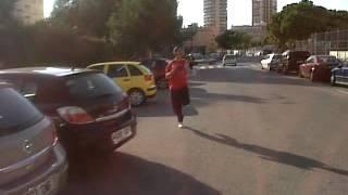 Un gilipoyas corriendo por la calle ^^
