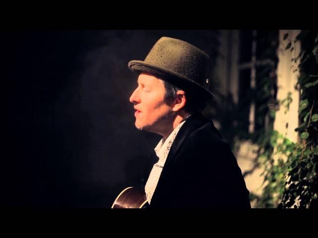 """Vídeo oficial de """"The Happiness Waltz"""" de Josh Rouse"""