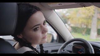 Merlina Addams es Adulta - Prueba de Manejo (Fandub Latino)
