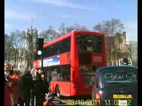 Londres. Big Ben dando las once.