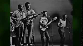 The Beach Boys - Little Saint Nick (HQ album audio w/ musicvideo)