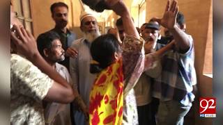 Mother beat her daughter on dispute of love marriage in front of Court - 03 January 2018