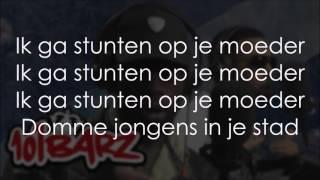 Mula B & Louis - Domme jongens (LYRICS)