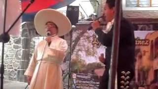 Efrain Martínez Como quien pierde una estrella con El padre Francisco