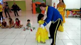 A Bela princesa dançando com o Princípe - Fun Eventos