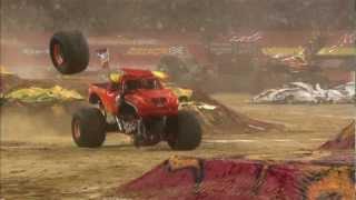 Monster Jam - El Toro Loco Monster Truck Full Freestyle from Arlington, Texas - 2012