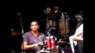 Carlos & Carlos - Por Un Beso (Live)