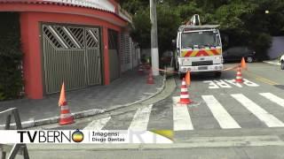 Caminhões deixam moradores do Assunção sem luz e telefone