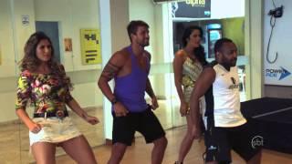 SBT Folia 2014 - Perdidas na Bahia: Lívia Andrade e Helen Ganzarolli fazem aula de dança