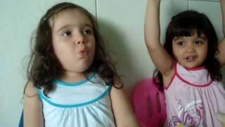 Vanessa canta sou um florzinha e a Lara Canta me lembro bem ao mesmo tempo