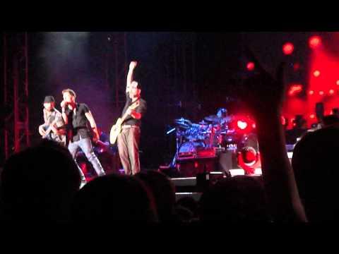Fanta Trabzon Tarkan 2012 Konseri Ölürüm Sana Tarkan'ın Solisti Söylüyor