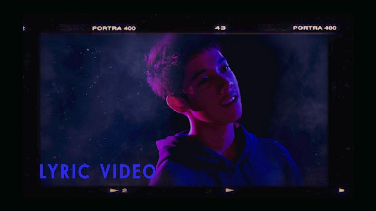 ไม่วิเศษ - ชีโน่ อธิภัทร【OFFICIAL LYRIC VIDEO】