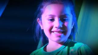 Conheça a menina de seis anos que dá aula de dança e ajuda muita gente a entrar em forma