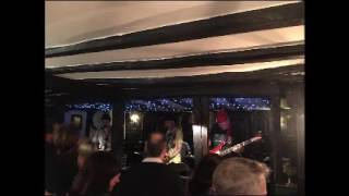 The Lee Harvey Oswalds live at the Kings Arms Dorking