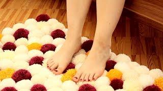 Faça um tapete de pompons com lã e rolos de papel higiênico