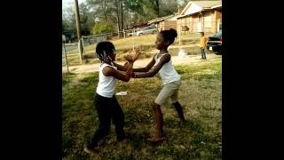Girls fighting Dang they can cray cray💉💉🚬🚬🚬🚬🚬🚬🚬🚬