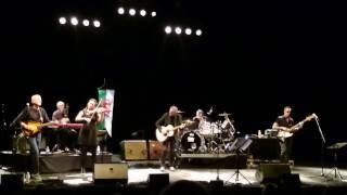 Avec Le Temps (Léo Ferré) - Michael Jones & Dan Ar Braz - Guitares au Beffroi 2017 (Montrouge)