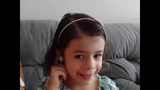 """Bibi cantando """"Mexe mexe"""" de Carrossel"""