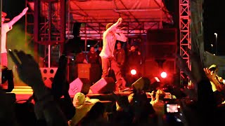 "Wiz Khalifa Performs ""The Race"""