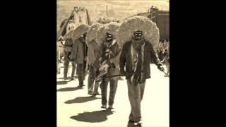 Musica de Los Tlacololeros, 01 La Entrada