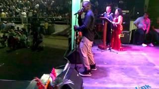 ROMEO SANTOS yo me llamo ecuador - Cancioncitas de AMOR en vivo - BUCAY 2014