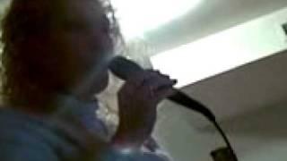 la kecu cantando