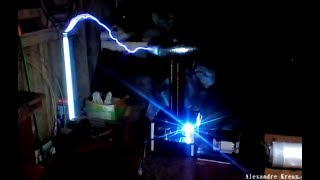 Bobina de tesla VS lâmpada fluorescente