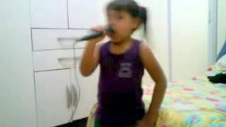 Yasmin cantando Homenagem às Professoras - Patati Patatá (DVD Na Cidade dos Sonhos)