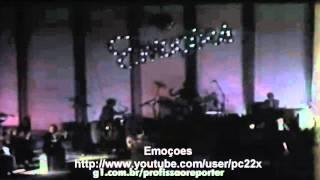 Roberto Carlos canta Emoçoes 1983