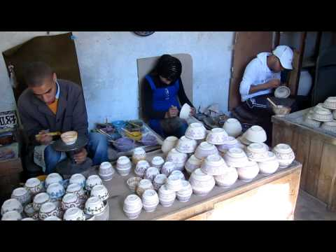 Fez Pottery – decorating pots