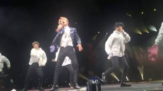 BTS - Mama (J-Hope solo) [fancam] - Wings in Newark 3/23